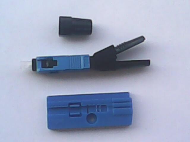 该光纤快速连接器产品为可靠的预埋纤结构设计,产品操作简单