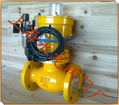 如遇火灾或其他紧急情况时,将手摇油泵的卸压阀打开,油压系统迅速泄压图片