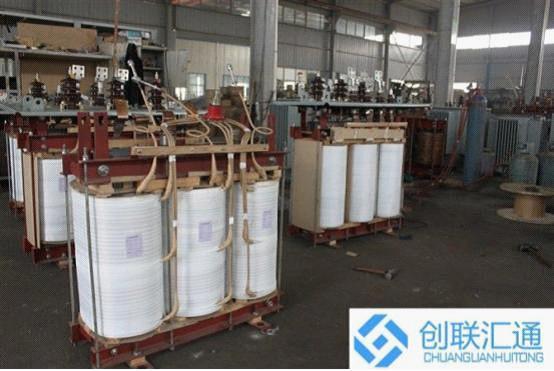 创联汇通电气设备有限公司总部位于首都北京,是一家专业从事配电变压器定制化设计、制造、营销及售后服务为一体的综合性电力服务企业。公司拥有先进的变压器生产设备和一流的检测手段,汇聚一批变压器研发、生产、营销为一体的高素质服务团队,并在机电、电气领域具有多项自主知识产权、以强劲实力立足变压器研发前沿。  北京创联汇通电气设备有限公司主营产品有:S9、S11、S13、S15系列10KV级~110KV级油浸式电力变压器、有载调压电力变压器、非晶合金变压器、SC(B)9(10)、SG(B)10型干式变压器、开关柜及组